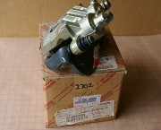 Toyota HiAce 82-89 LH LEFT FRONT BRAKE CALIPER brand new genuine Toyota OEM